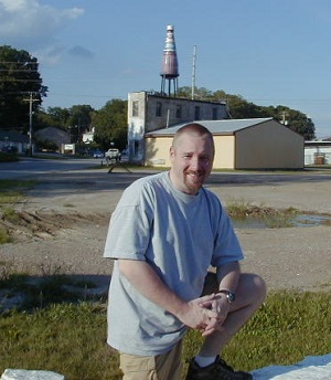 Scott at the World's Largest Catsup Bottle