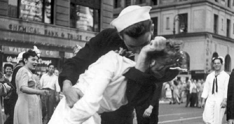 World War II Kiss